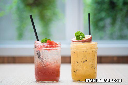Perbandingan Menu Minuman Mocktail serta Cocktail