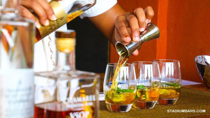 Sejarah Minuman Koktail minuman pendamping di Sport Bar